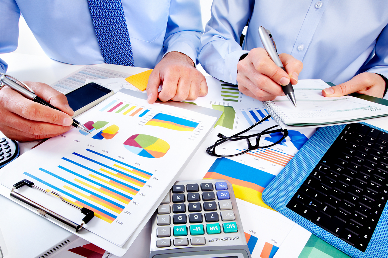 5 Things to Consider Before Hiring Professional Accountants For Small  Business